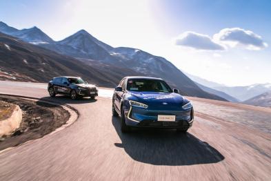 """""""純電+增程""""雙路線并舉,金康賽力斯發布首款量產車SF5"""