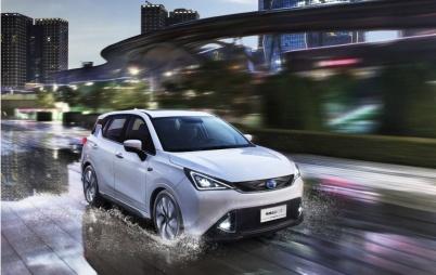 插电混动首现同比下滑,纯电动增速不足2%,车市带不动了?