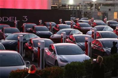 发布会现场试驾Model 3,就是想象中的那个特斯拉