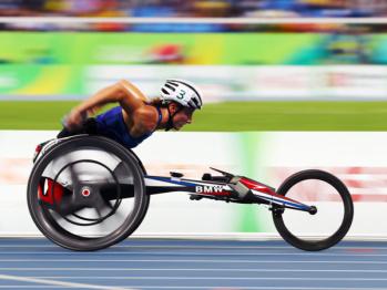 宝马设计的这款轮椅为美国队拿下7枚奖牌,破两项残奥会纪录