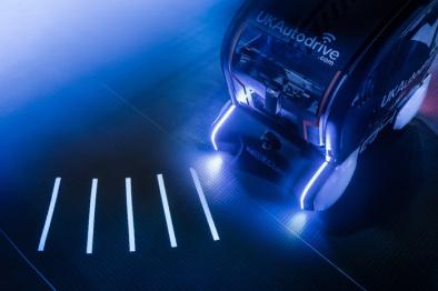 捷豹路虎尝试让自动驾驶汽车用灯光投射与行人沟通
