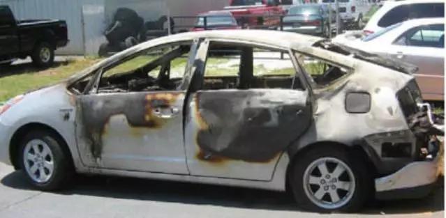 2008年,改装普锐斯自燃