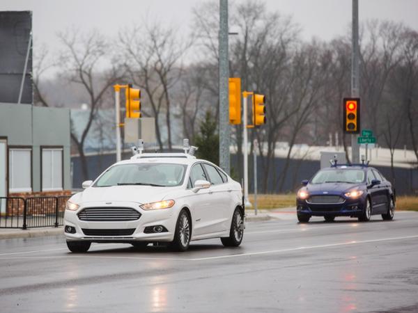 在MCity中测试的福特Fusion无人驾驶汽车