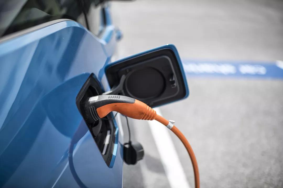 如何让汽车充电这件事变得性感起来?