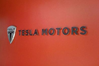 股价齐跌,特斯拉将公布与SolarCity合并财务细节