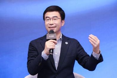 华人运通丁磊:今天的汽车会像马车一样被淘汰吗?| 问答新十年