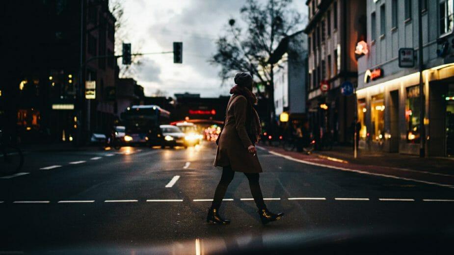 Velodyne Lidar携手SAE International发布白皮书:夜间行驶安全亟待行动
