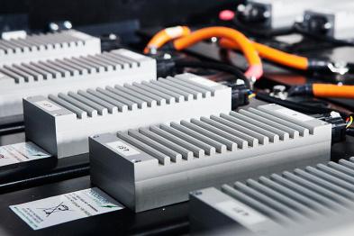 """固态电池是""""引爆""""电动汽车的催化剂吗?#25511;?#28145;度"""