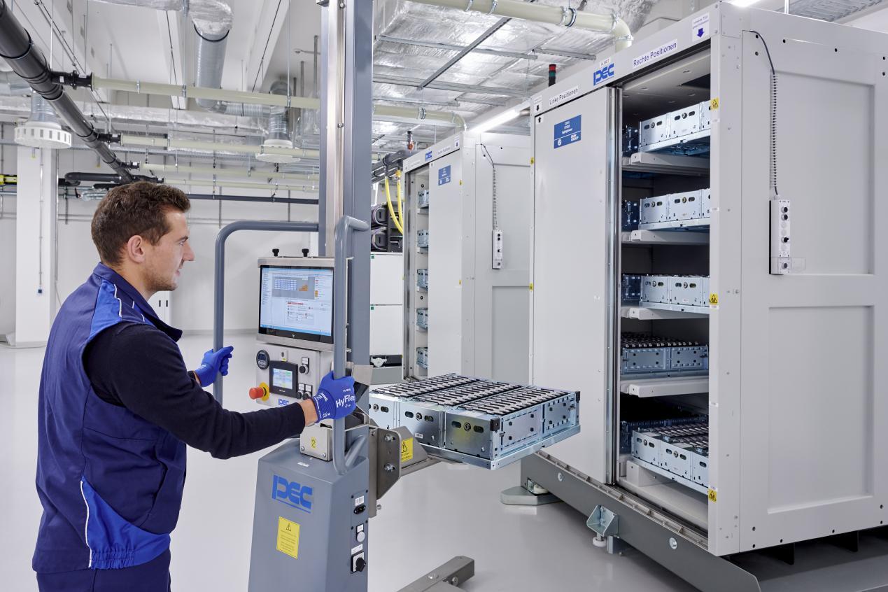 电芯的装载储存和测试