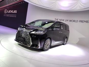 雷克薩斯:LM 300h全球首發 2.5L混動/四座設計丨上海車展