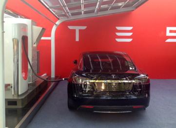 "汉能揭秘携手Tesla细节,""Super Charger""可随时移动"