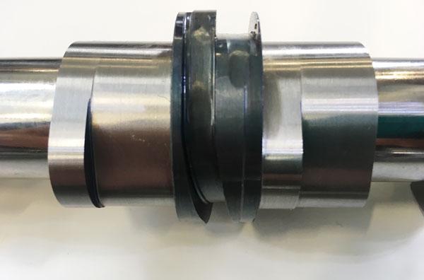 负责1、4缸的进气端凸轮轴,有高低低三个升程设计。