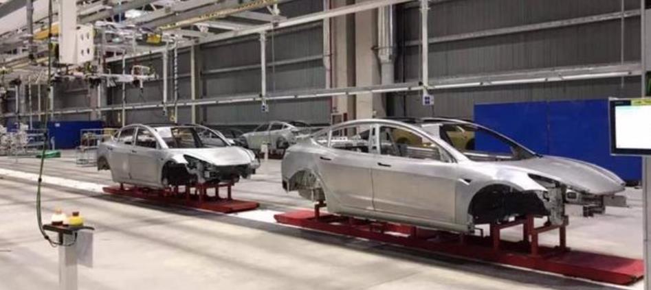 特斯拉上海工厂白车身(来源:常岩微博)