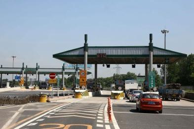 交通运输部:统筹考虑降低收费公路通行费标准