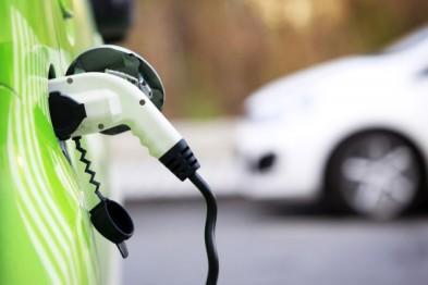 英国准备让电动汽车在路灯下充电