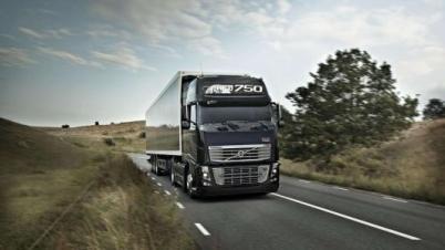 日?#23601;?#36816;拟联合沃尔沃集团进行自动驾驶卡车实证试验