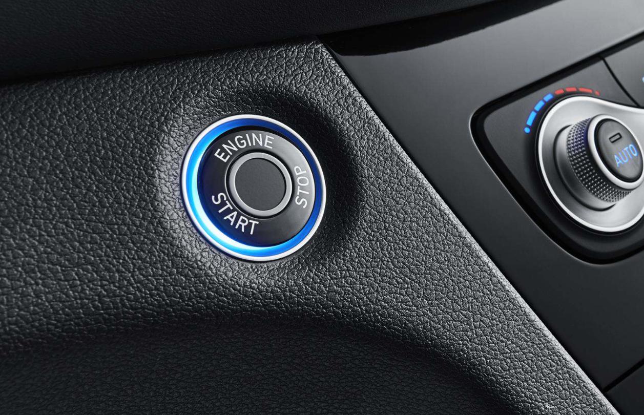 """如何看传统车企与新势力之间的""""智能黑科技""""角力?"""