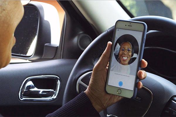 Uber司机有了新的认证方式:自拍!