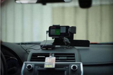 """加州批准出租车司机使用打车服务Flywheel推出的""""TaxiOS""""应用"""