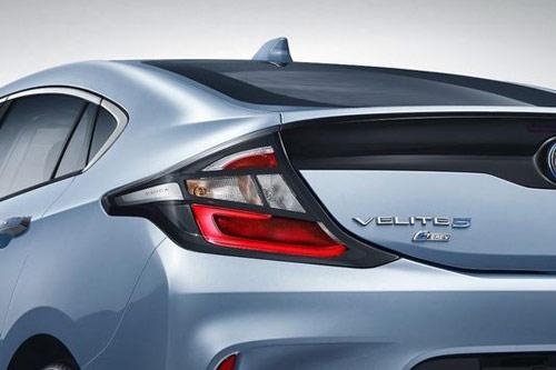 别克在华首款Velite 5增程混动车搭载1.5L智能直喷发动机。纯电续航里程可超过100公里。而在增程模式下续航里程可达750公里以上。
