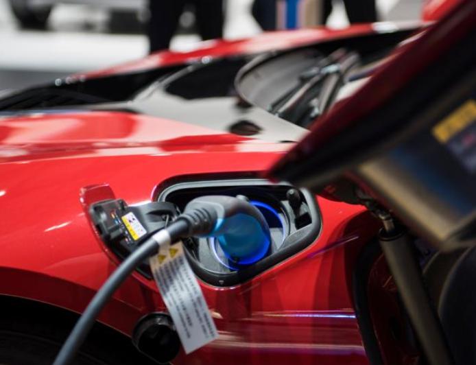 外媒调研称2037年电动车销量将实现逆袭