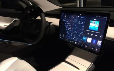 我们该从Model 3抛弃仪表盘这件事上学到什么?