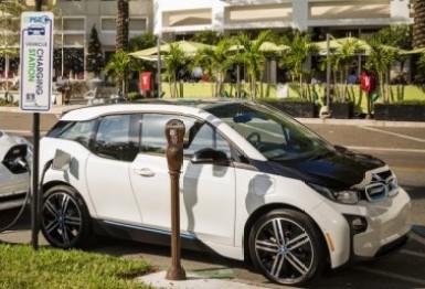 宝马和日产宣布在美建设120个汽车充电站