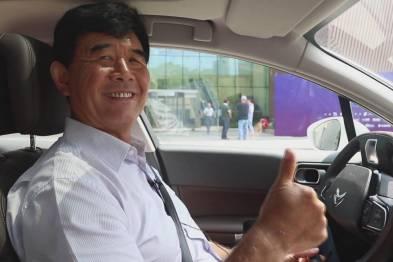 中国汽车技术研究中心原主任赵航体验东风雪铁龙C6