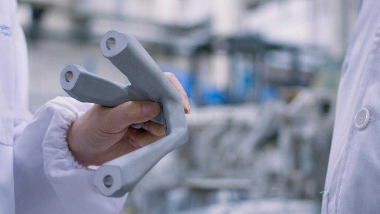应用创新材料胡铬合金(HuCrAlloy)的发动机座支架