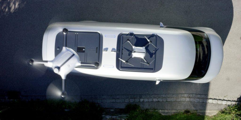 顶部配备无人机的物流车