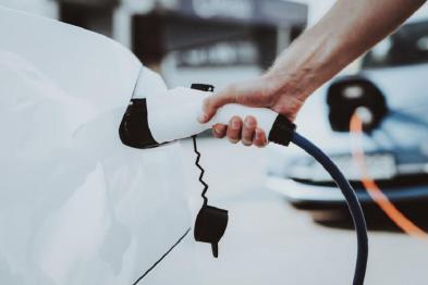 销量骤降,亏损扩大:新能源汽车国家战略遇困局