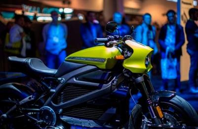 續航230公里,哈雷發布LiveWire電動摩托車