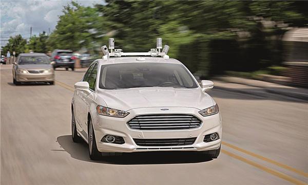 福特Fusion混合动力车搭载Velodyne LiDAR激光雷达测试自动驾驶。