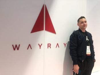 与上汽合作量产AR HUD的WayRay,在CES上带来了新玩意