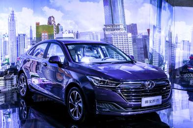 绅宝智道上市售7.99-12.29万元,北汽AI 2.0时代迎首款中级车