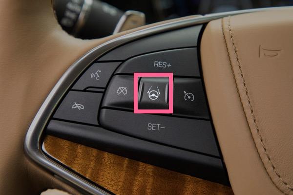 方向盘上有控制Super Cruise系统开启的按钮