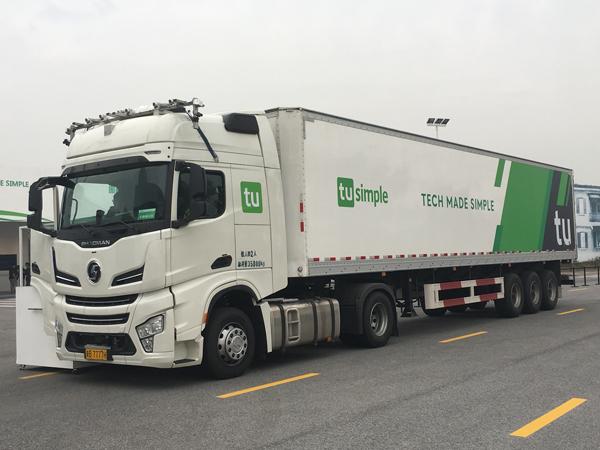 图森基于陕汽X6000牵引车打造的自动驾驶原型卡车