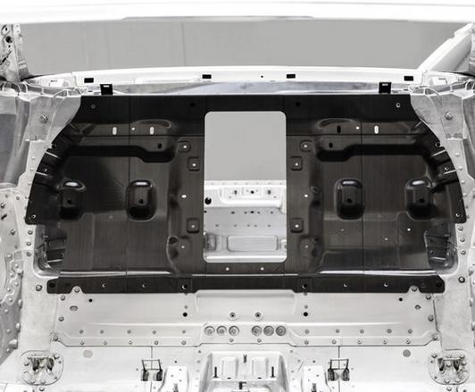 从奥迪R8碳纤维复材后壁看汽车结构的复合材料应用之路