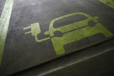 马克龙:法国汽车制造商不能过度依赖亚洲电池供应商