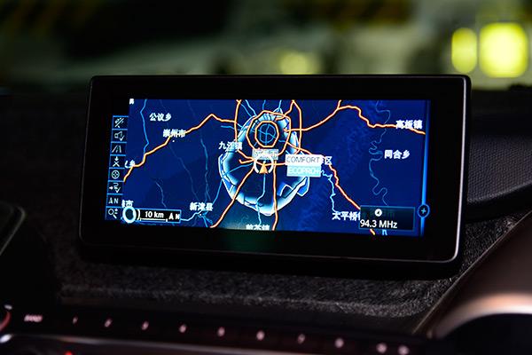 导航系统中提供了在现有电量下采用不同驾驶模式时可移动范围圈