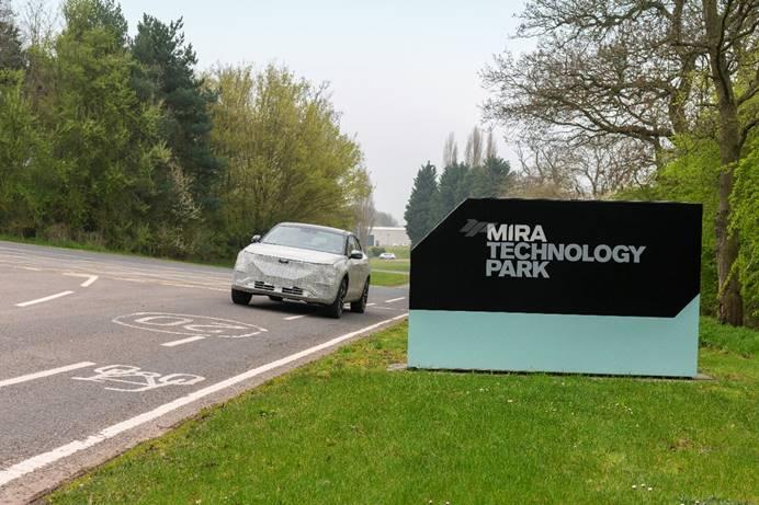 天际汽车旗下首款豪华智能电动SUV ME7目前正在英国米拉试车场进行底盘调校