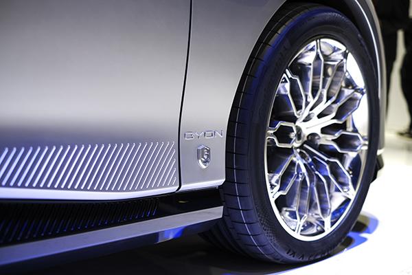沙漏理念体现在车身的很多细节上,极具科技感
