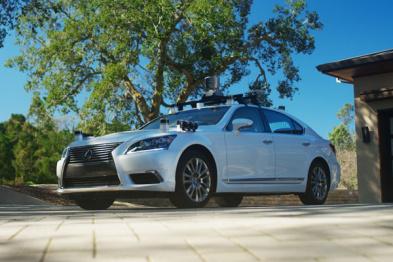 丰田未承诺何时量产无人车,但它希望未来每辆车上都有一套「驾驶卫士」