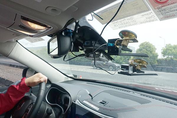 博世用于实现驾驶辅助功能的摄像头以及百度用于定位的摄像头和GPS