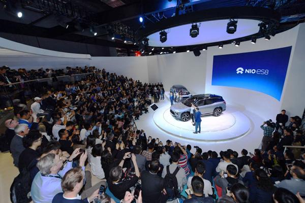 2017年4月19日,蔚来在上海车展发布ES8车型