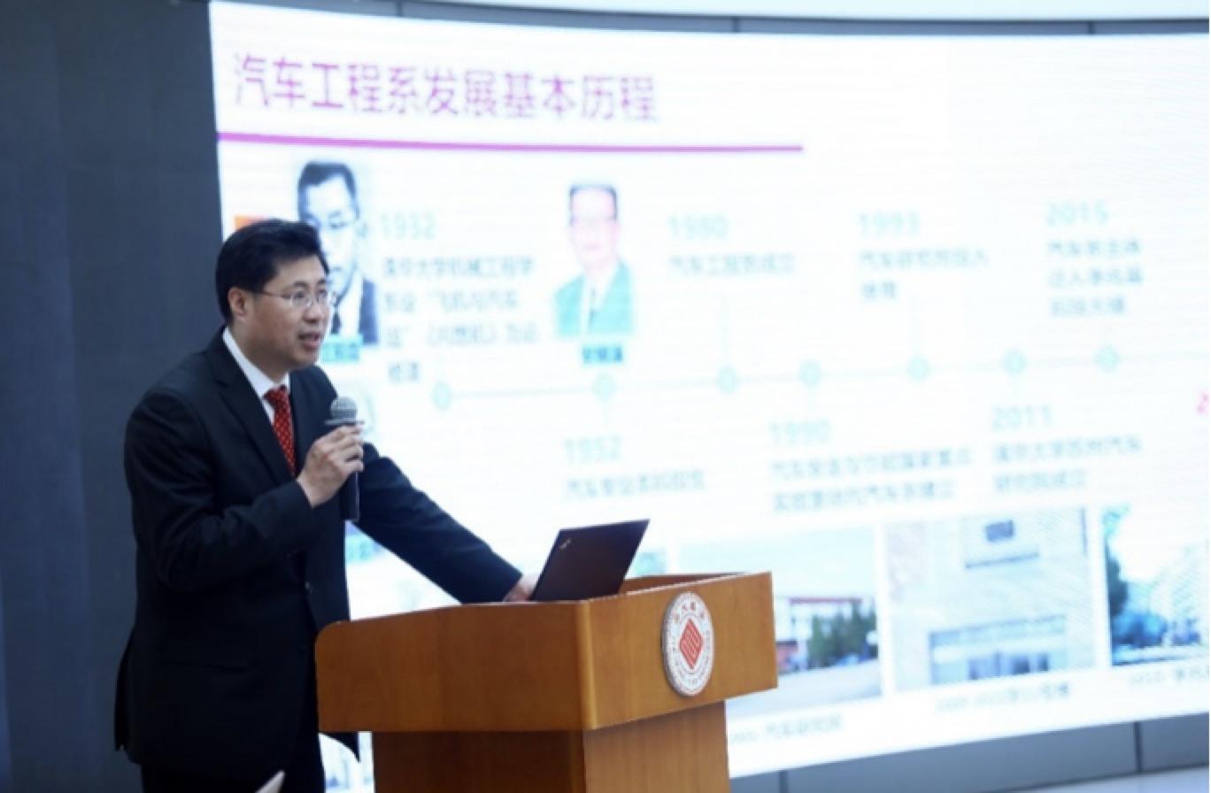 汽車工程系主任楊殿閣教授在校學術委員會匯報