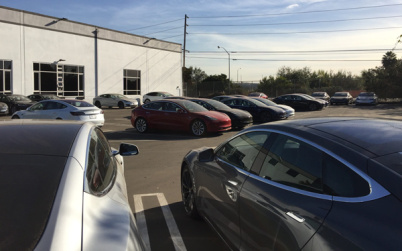 特斯拉建Model 3交付中心,优先自家员工产能仍不乐观