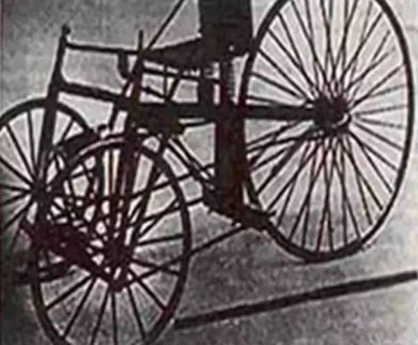 第一辆铅酸电池电动汽车