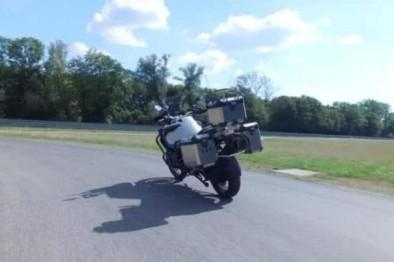 BMW造了一辆自动驾驶摩托车