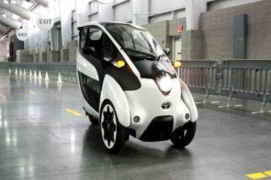 """体验丰田i-Road电动三轮车:像极了""""包裹式""""摩托车的未来出行工具"""